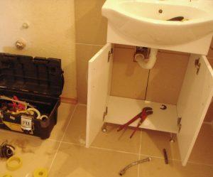 Монтаж на мивка в баня