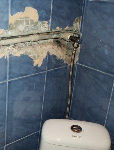 остраняване на теч от тоалетна и казанче