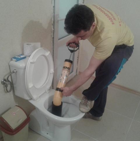 отпушване на тоалетна в баня