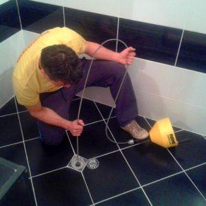 отпушване на подов сифон